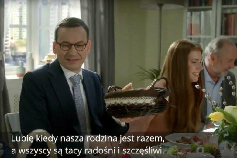 Z niewiadomych powodów spot wyborczy PiS ktoś nazwał życzeniami świątecznymi premiera Mateusza Morawieckiego.