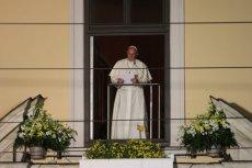 """Papież przemówił dziś wieczorem do zebranych na ulicy Franciszkańskiej pod """"oknem papieskim""""."""