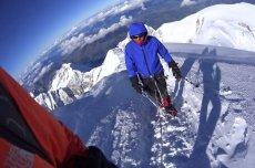 Denis Urubko przyjmuje inną definicję zimowej wspinaczki, która zakłada, że okres zimowy w Himalajach i Karakorum kończy się 28-29 lutego.