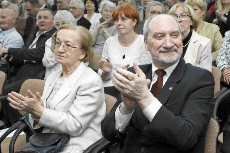 Żona Antoniego Macierewicza, Hanna przez działalność swojego męża trafiła w światło kamer.