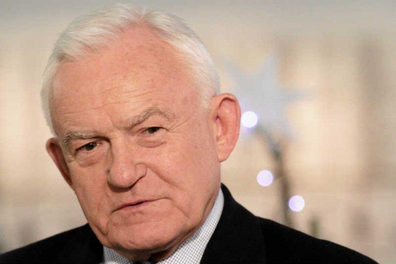 Leszek Miller krytykuje polskie władze za brak reakcji na ustawę uznającą UPA za bojowników o wolność.