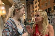 Dziennikarka pojechała do Wenecji na festiwal filmowy i tam spotkała młodą aktorkę.