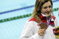 Igrzyska paraolimpijskie w Londynie. Pływaczka Paulina Woźniak podczas dekoracji