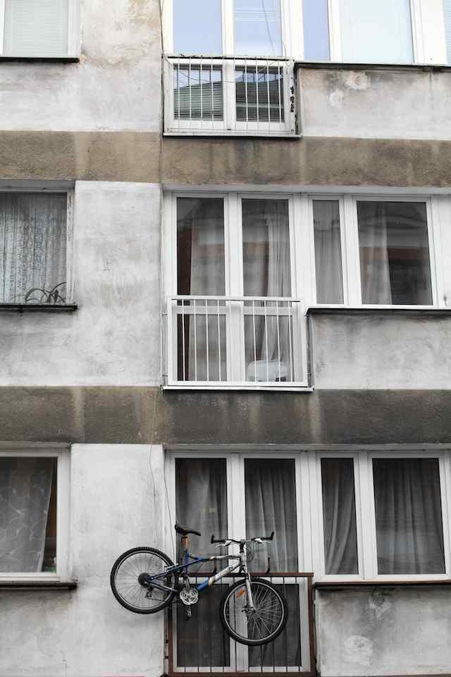 Kupno mieszkania to ważna decyzja. Każda przestrzeń, która się w nim znajdzie, musi nam dobrze służyć. Także balkon czy taras. Grunt... to się nie rozczarować.