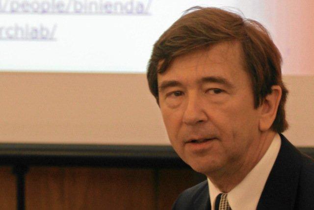 Prof. Wiesław Binienda jest członkiem komisji smoleńskiej powołąnej przez Antoniego Macierewicza i pracownikiem uniwersytetu w Akron