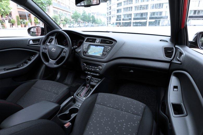 Wnętrze i20 może się podobać. Jest dużo miejsca dla kierowcy i pasażerów, a do jakości wykonania i materiałów nie sposób się przyczepić, auto może być wzorem w swojej klasie.