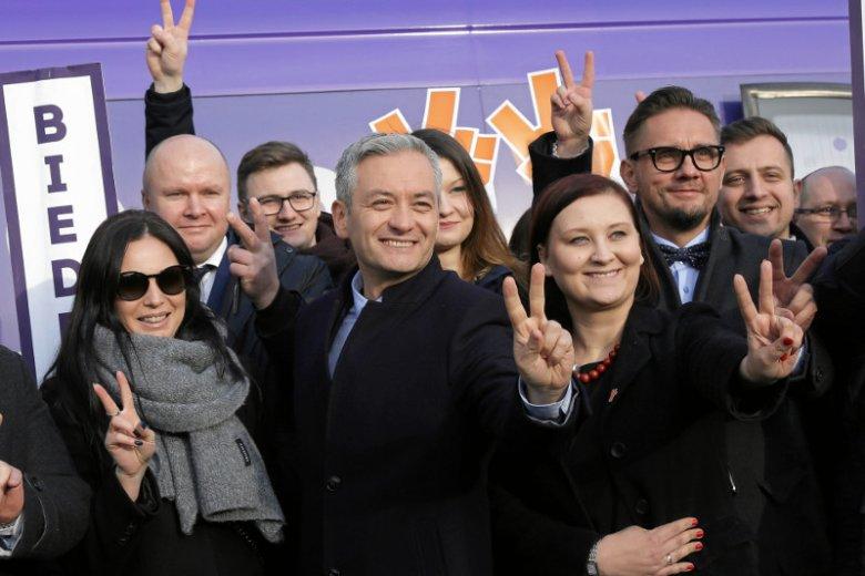 Robert Biedroń i inni przedstawiciele Wiosny podczas konferencji w Białymstoku.