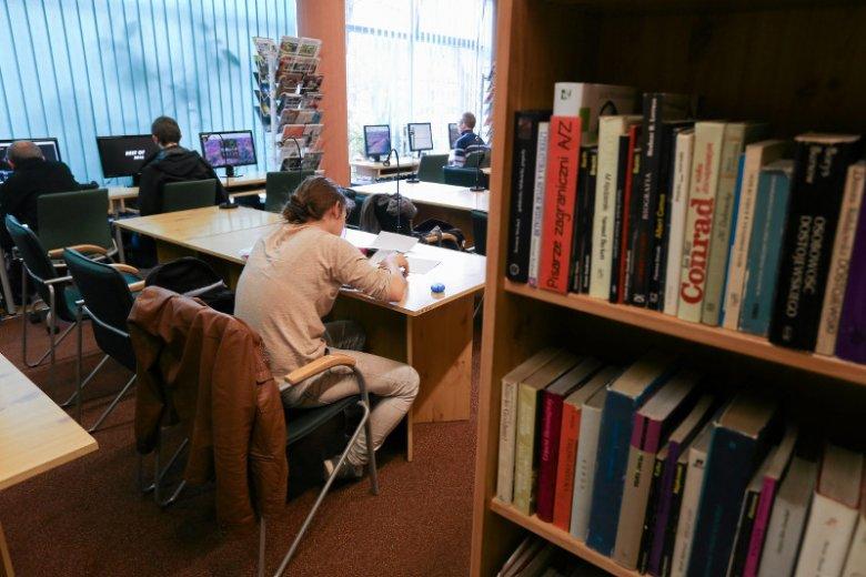 Allegro i księgarnia Bonito.pl informują o rekordach sprzedaży książek, a Biblioteka Narodowa bije na alarm  w sprawie spadku czytelnictwa.