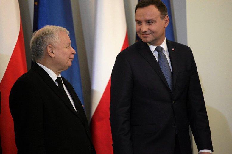 Prezydent Andrzej Duda z przytupem wrócił na łono PiS
