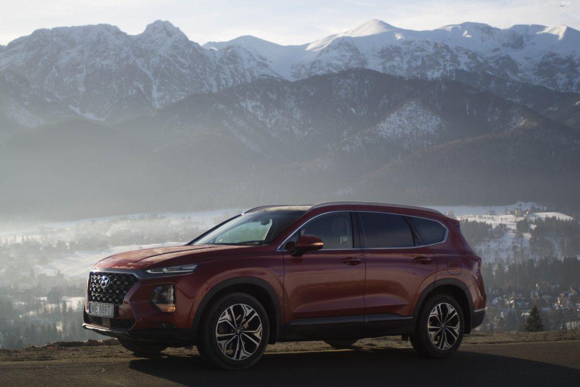 Hyundai Santa Fe najlepiej czuje się w trasie.