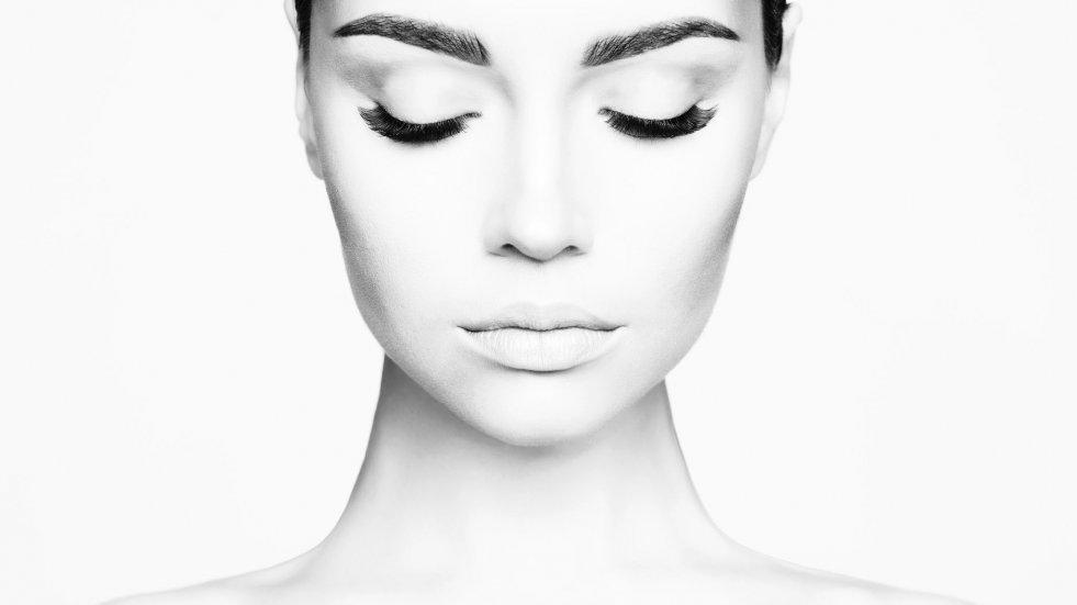 Skin coach przekonuje, że w każdym wieku można mieć idealną cerę, niewymagającą makijażu.