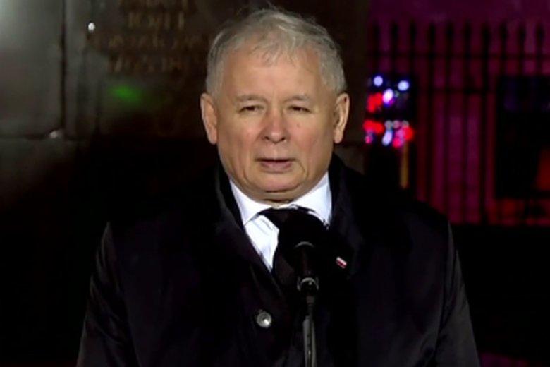 Jarosław Kaczyński apeluje o przywrócenie krzyża przed Pałacem Prezydenckim.