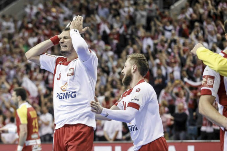 Po emocjonującym meczy Polska wygrała z Macedonią i zagra w kolejnej fazie Mistrzostw Europy w piłkę ręczną.