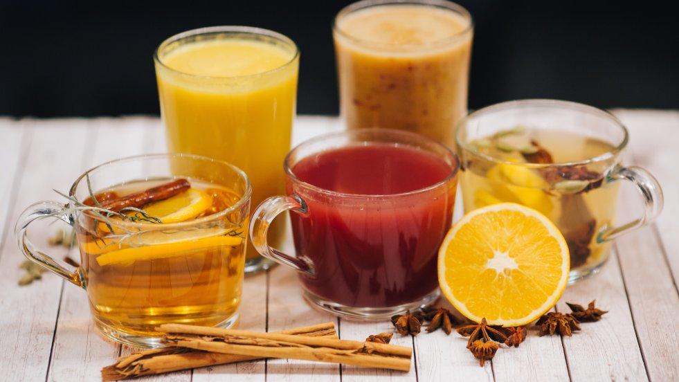 5 rozgrzewających napojów na jesienne przeziębienia przygotowała dla nas restauracja Think Love Juices (ul. Francuska 14)