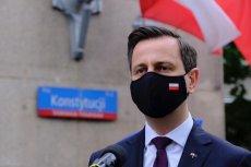 3 maja kandydat na prezydenta Władysław Kosiniak-Kamysz pojawił się w Warszawie w patriotycznej maseczce