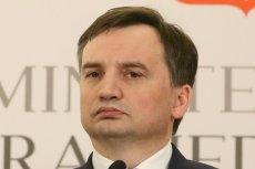 Krzysztof Brejza zapytał Zbigniewa Ziobrę o międzynarodowy zespół ekspertów, który miał powstać w związku z wyjaśnianiem przyczyn katastrofy smoleńskiej. Odpowiedź, jaką dostał z Prokuratury Krajowej, daje do myślenia.
