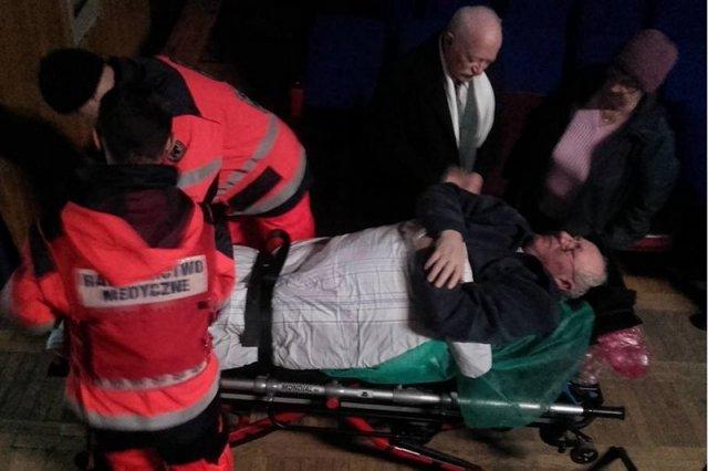 Zdesperowani mieszkańcy Dobrzenia Wielkiego rozpoczęli głodówkę. Jeden z nich trafił do szpitala.