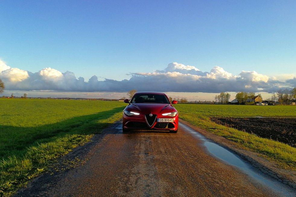 Alfa Romeo Giulia Quadrifoglio to skrajnie sportowy sedan.
