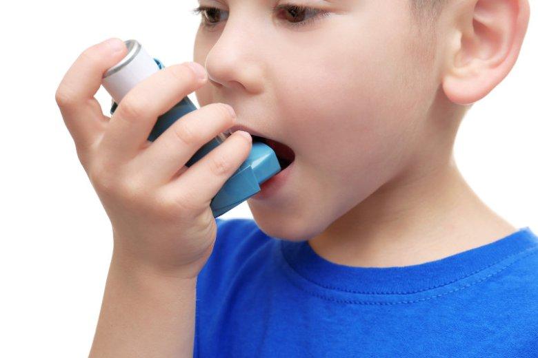 Nieleczona alergia może prowadzić do astmy.
