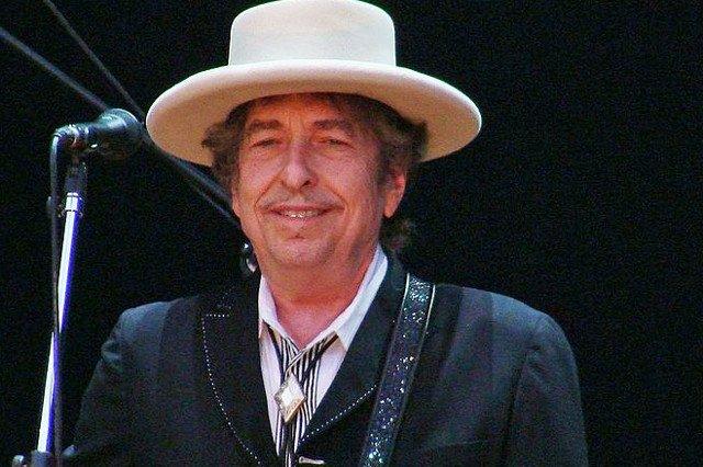 Bob Dylan wreszcie z nagrodą Nobla.