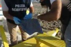 Policja podczas przeszukiwania ubrań zgwałconej Polki w Rimini.