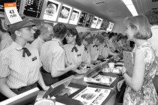 Pierwszą restaurację McDonald's otworzono w Polsce 17 czerwca 1992 roku. Tego dnia ustanowiono wówczas rekord świata w liczbie zamówień