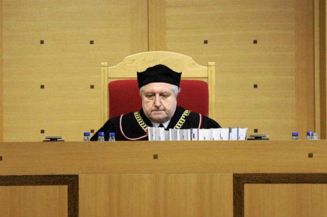 Trybunał Konstytucyjny zbadał tzw. ustawę naprawczą przyjęta przez większość PiS w grudniu.