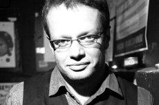 """Marcin Meller właśnie wydał książkę """"Między Wariatami""""."""