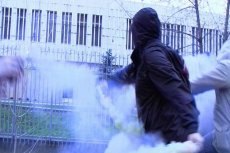 Zdjęcie zrobione podczas ataku na ambasadę Polski w Moskwie