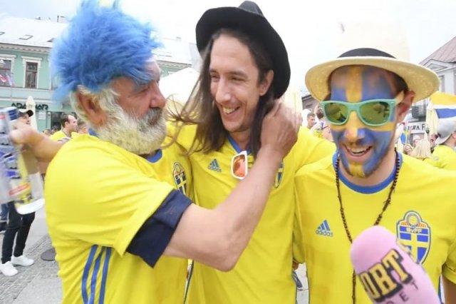 Bezdomny pogodził dwie zwaśnione strony. W nagrodę dostał koszulkę, buty i bilet na mecz.