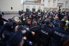 Policja tłumi protest przedsiębiorców w Warszawie.