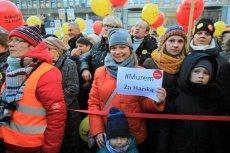 Łodzianie wyszli na ulicę bronić swojej prezydent, Hanny Zdanowskiej.