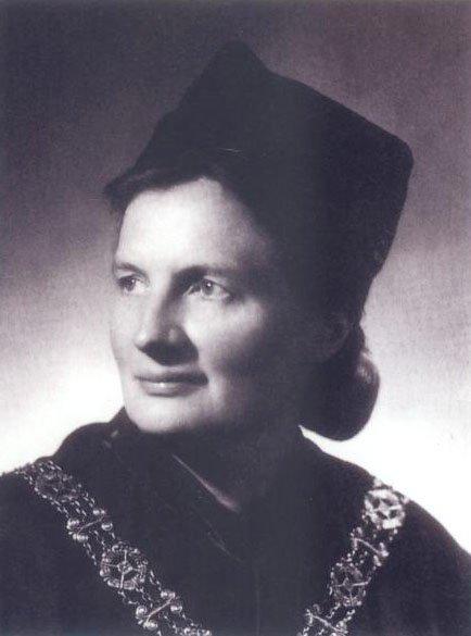 """Halina Szwarc założyła pierwszy w Polsce Uniwersytet Trzeciego Wieku. Jej motto brzmiało: """"…by dodawać życia do lat a nie tylko lat do życia"""""""