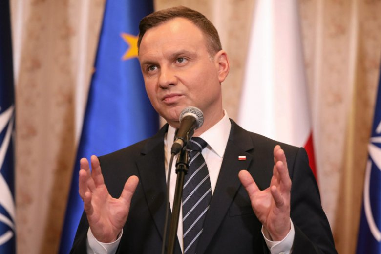 Andrzej Duda został zagłuszony przez protestujących podczas Targów Książki.