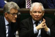 """Jarosław Kaczyński nazywał sędziów ojkofobami. Na zdjęciu ze Stanisławem Piotrowiczem, główną twarzą pisowskiej """"reformy"""" sądownictwa."""