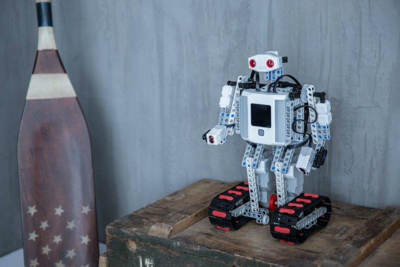 Czy budowanie i programowanie robotów niedługo będzie popularniejsze od gry na konsolach?