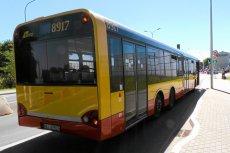 Kierowca autobusu w Bydgoszczy wezwał policję, bo jedna z matek zmieniała swojej córce pieluchę.