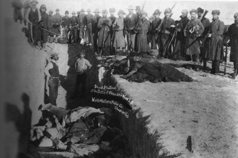 Masowy grób Indian zamordowanych w Masakrze nad Wounded Knee w Dakocie Południowej w 1890 roku