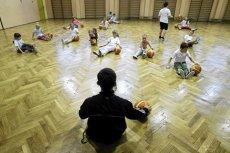Coraz więcej dzieci cierpi na nadwagę, coraz mniej ćwiczy na zajęciach wf–u