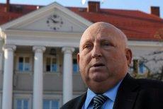 W Nowym Sączy część radnych chce odebrać Józefowi Oleksemu tytuł honorowego obywatela miasta, który przyznano mu pośmiertnie.