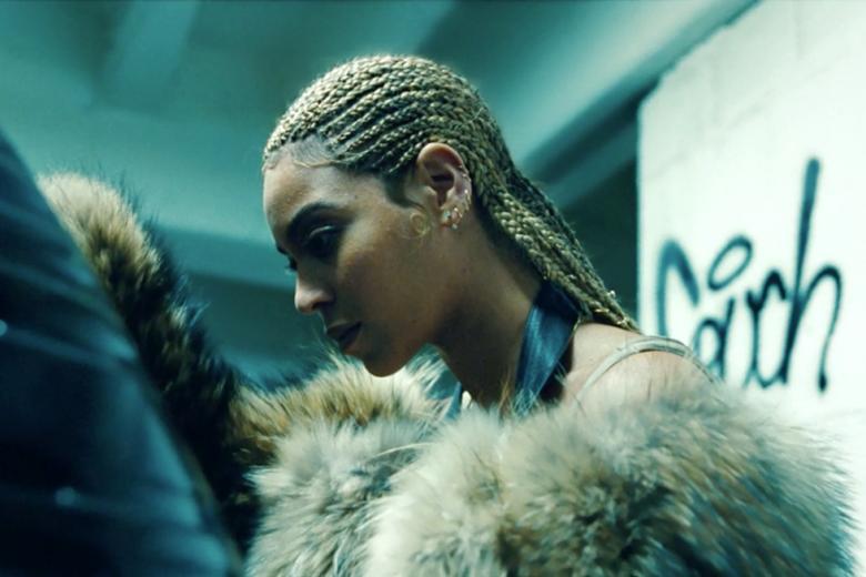 Ujęcie z filmiku promującego szósty studyjny album artystki.
