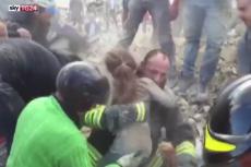 W trzęsieniu ziemi we Włoszech zginęło co najmniej 247 osób, jedną z ocalonych jest 10-letnia dziewczynka. Ratownicy wyciągnęli ją spod gruzów 17 godzin po pierwszym wstrząsie.