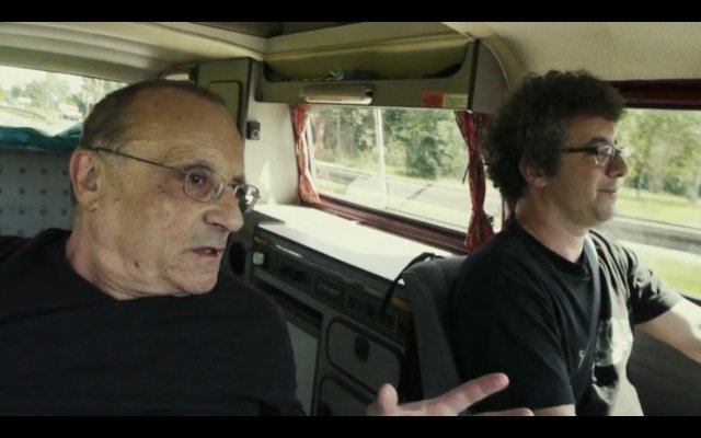 """Kadr z filmu """"Ojciec i syn"""". Od lewej: Marcel i Paweł Łozińscy"""