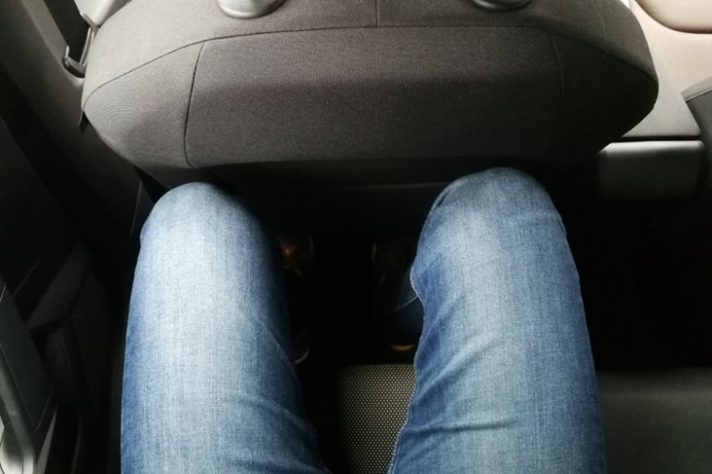 Tyle miejsca zostaje osobie o wzroście 183cm z dość mocno wysuniętym do tyłu fotelem kierowcy.