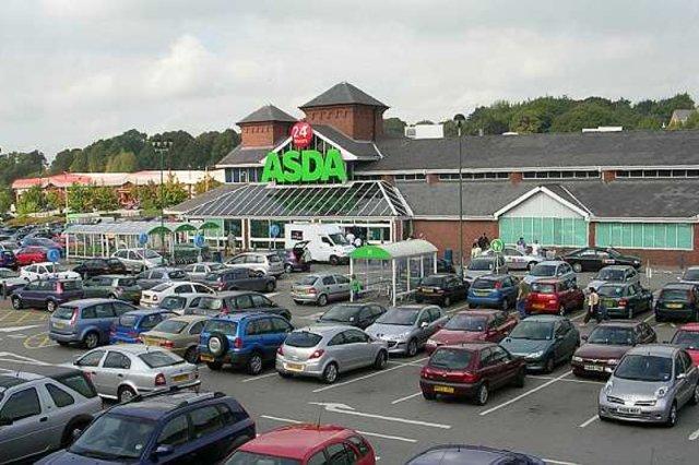 Supermarket Asda w centrum handlowym Manchester Fort na weekend stał się miejscem przyjaznym dla osób niepełnosprawnych
