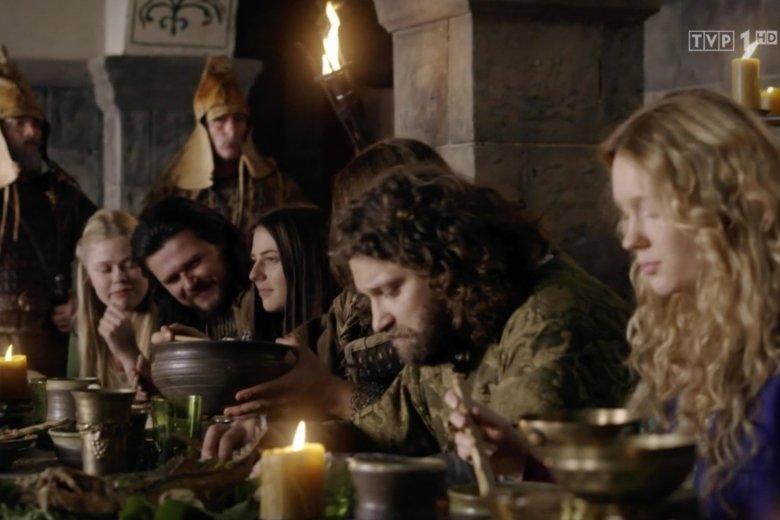 """Na tym ujęciu z """"Korony Królów"""" czai się Jon Snow. Serio."""