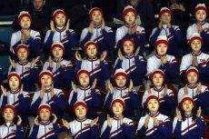 """""""Armia piękności"""" – tak nazywane są północnokoreańskie cheerleaderki. Czy jedna z nich za kibicowanie Amerykanom trafi do łagru?"""