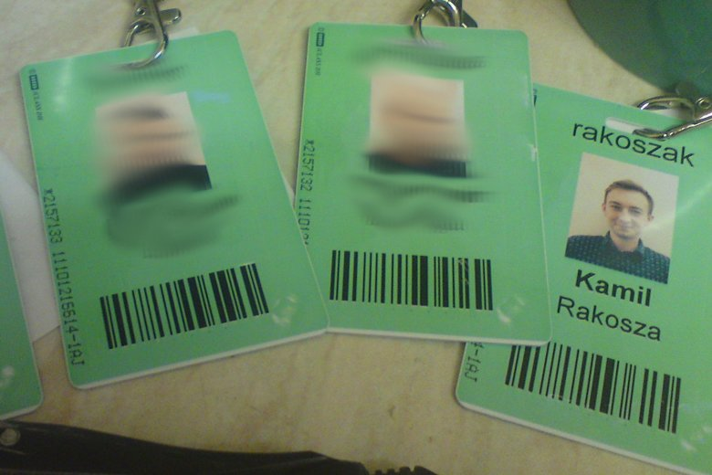 Identyfikatory, które dostawaliśmy w Peterborough.