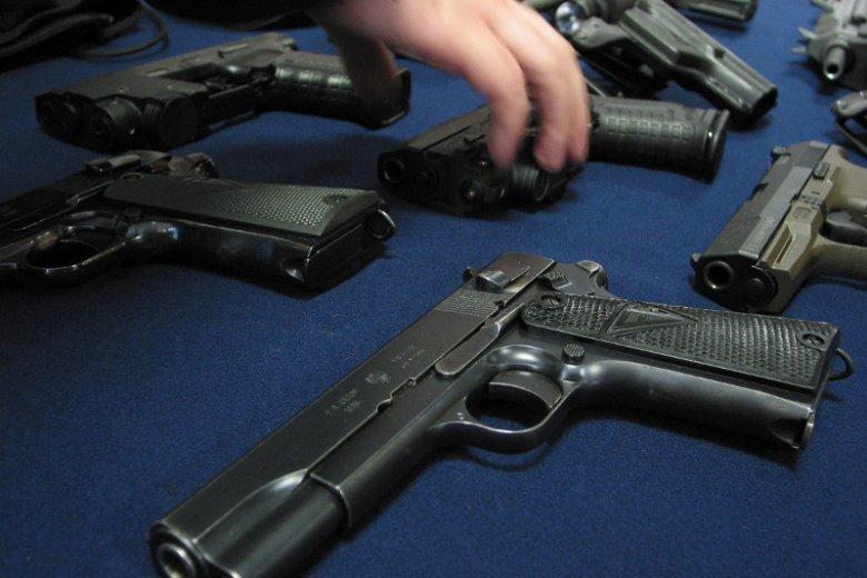 Po cichu, Prawo i Sprawiedliwość przepycha przez Sejm nowe przepisy dotyczące dostępu do broni.