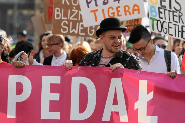 55 proc. Polaków popiera legalizację związków homoseksualnych